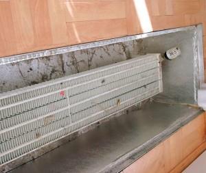 чистка напольного конвектора отопления