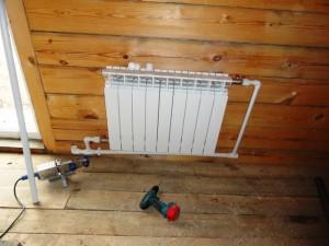 крепление радиатора к стене