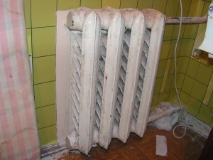 батарея холодная в одной комнате
