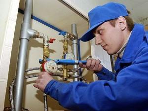 проверка отопления работником ЖЭКа