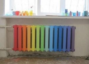 разноцветная чугунная батарея