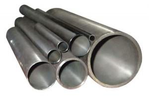 прочная металлическая труба отопления