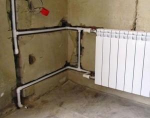 стояки отопления в стене
