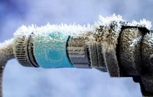 замерзшая труба отопления
