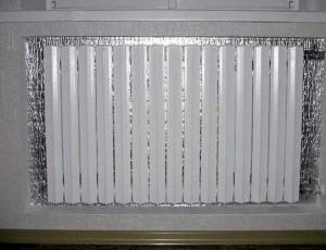 отражатель за радиатором отопления