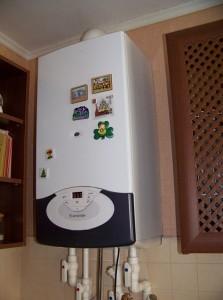 установленный газовый котел аристон