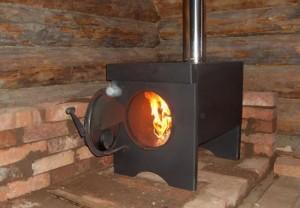 металлическая печь на дровах