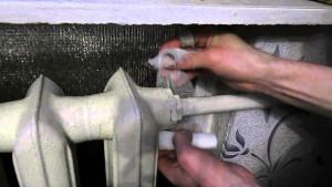устранение течи при помощи поваренной соли