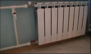 установленный радиатор отопления
