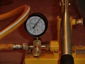 показание манометра при опрессовке отопления