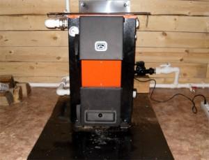 установленный котел электрический и твердотопливный