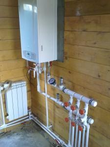 установленный настенный газовый котел