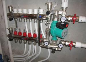 подключенный насос для теплого водяного пола